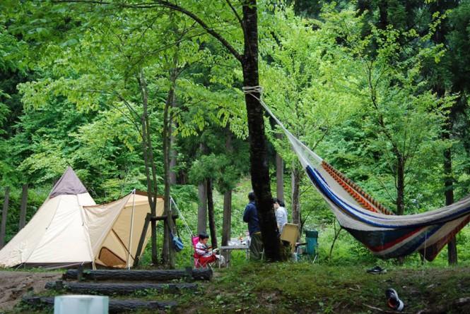 清流と大自然に囲まれた<BR>山王谷キャンプ場 たんぽり荘