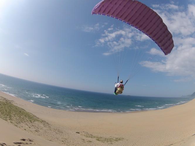 鳥取砂丘でパラグライダーにチャレンジ!