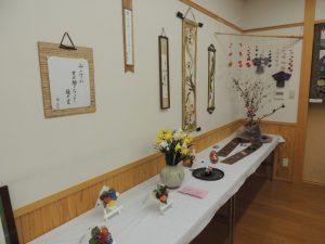 公民館には地元の人が作った作品が展示されました